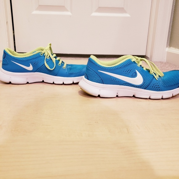 Nike Shoes - Nike Flex Experience Running Shoes 9
